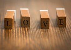 Lettere di amore sul bordo di legno Immagini Stock Libere da Diritti