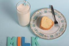 Lettere di divertimento del latte Fotografia Stock