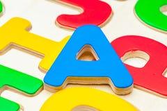 Lettere Di Legno Colorate : Lettere di legno colorate fotografia stock immagine di verde