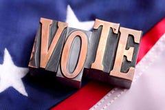 Lettere di VOTO sulla bandiera americana Immagini Stock