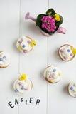 Lettere, fiori e bigné di Pasqua Fotografia Stock Libera da Diritti