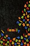 Lettere magnetiche sul nero con la famiglia di parole Immagine Stock Libera da Diritti