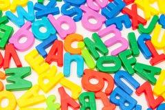 Lettere variopinte di alfabeto su bianco Immagine Stock