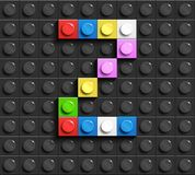 Lettere variopinte Z dell'alfabeto dai mattoni di lego della costruzione sul fondo nero del mattone di lego fondo di lego lettere royalty illustrazione gratis