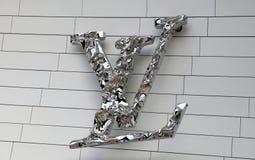 Lettere VL sulla costruzione di Louis Vuitton a Parigi fotografie stock
