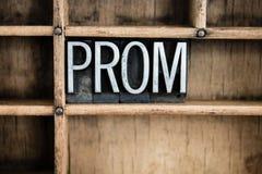Letterpress Word μετάλλων έννοιας Prom στο συρτάρι στοκ φωτογραφία