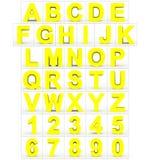 Letters en getallen 3d geel geïsoleerd op wit Vector Illustratie