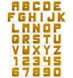 Letters en getallen 3d kubieke rond gemaakte gouden geïsoleerd op wit Royalty-vrije Illustratie