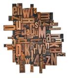 Letterzetsel houten type drukblokken op een witte backgro stock fotografie