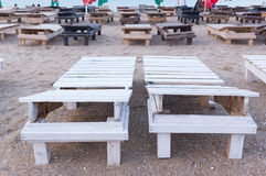 letti di legno vuoti del sole Immagini Stock Libere da Diritti