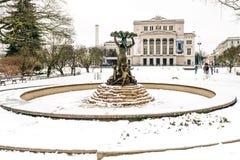 Lettische nationale Oper und Balletttheater und -brunnen die Nymphe Stockbild