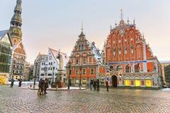 Lettiska dragningar i mitten av gamla Riga royaltyfri foto