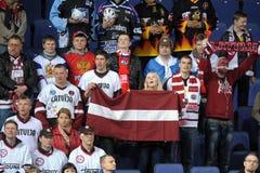 Lettiska ishockeyfans Arkivbild
