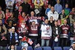 Lettiska ishockeyfans Arkivfoto