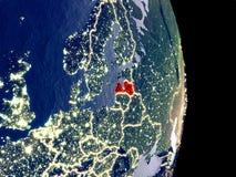 Lettland auf Nachterde stockbild