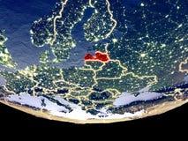 Lettland nachts vom Raum lizenzfreie stockfotografie