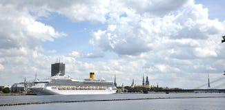 Lettland, Riga, Kanal, Zwischenlage. Eine Art nach altes Riga Lizenzfreie Stockbilder