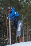 Lettland stad Cesis, vinter, Snowboardmästerskap, snowboarder, Arkivbild
