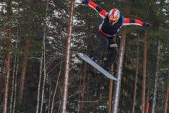 Lettland stad Cesis, vinter, Snowboardmästerskap, snowboarder, Arkivbilder