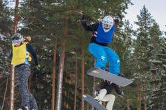 Lettland stad Cesis, vinter, Snowboardmästerskap, snowboarder, Royaltyfri Bild