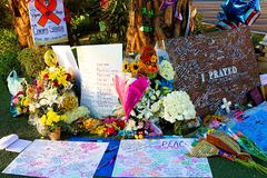 Letto di fiore dedicato delle vittime della fucilazione di Las Vegas immagine stock libera da diritti