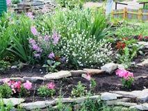 Letto di Flover con i fiori fotografie stock libere da diritti