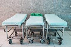 Letto di ospedale vuoto immagine stock