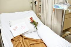 Letto di ospedale vuoto dopo il recupero Immagini Stock