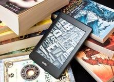 Lettore del libro elettronico di Kindle Fotografia Stock Libera da Diritti
