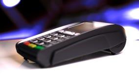 Lettore della carta di credito con la carta passata illustrazione 3D Fotografia Stock Libera da Diritti