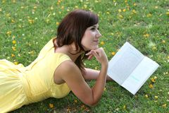 Lettore grazioso del libro Immagine Stock