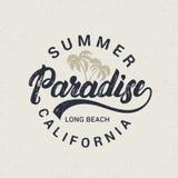 Lettrage écrit par main de paradis d'été avec l'illustration de paumes Image stock