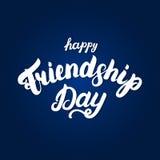 Lettrage écrit par main heureuse de jour d'amitié pour la carte de voeux D'isolement sur le fond bleu Illustration de vecteur Photo stock
