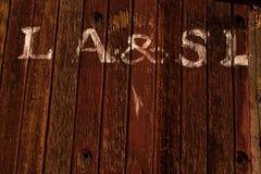 Lettrage blanc peint à la main sur la cambuse en bois de wagon de chemin de fer de train images stock