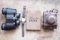 Lettrage d'envie de voyager Aventures, vacances ou idée de voyage photo libre de droits