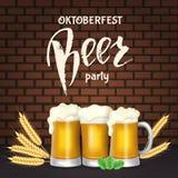 Lettrage d'Oktoberfest, un verre de bière Vacances d'automne illustration de vecteur