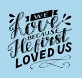 Lettrage de main avec le vers de bible que nous aimons parce qu'il nous a aimés la première fois illustration libre de droits