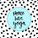 Lettrage tiré par la main de vecteur Yoga d'amour de paix Calligraphie moderne de motivation Expression inspirée pour l'affiche e illustration de vecteur