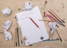 Lettre à Santa, carte de souhait écrite par l'enfant Lettre de Noël photos libres de droits