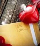 Lettre avec l'odeur de l'amour et du coeur rouge Photographie stock libre de droits