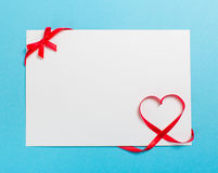 Lettre avec le coeur de ruban Amour Photo stock