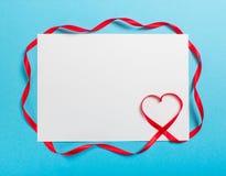 Lettre avec le coeur de ruban Amour Images stock