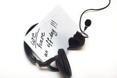 Lettre avec les configurations des textes sur des écouteurs Photos stock