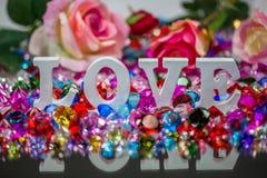 lettre d'amour blanche à l'intérieur des diamants colorés Photo stock