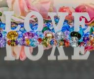 lettre d'amour blanche à l'intérieur des diamants colorés Image stock