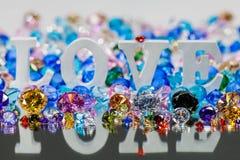 lettre d'amour blanche à l'intérieur des diamants colorés Images stock