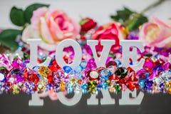 lettre d'amour blanche à l'intérieur des diamants colorés Images libres de droits
