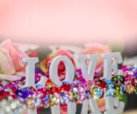 lettre d'amour blanche à l'intérieur des diamants colorés Photo libre de droits