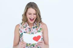 Lettre d'amour de sourire de lecture de femme Image libre de droits