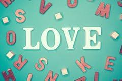 Lettre d'amour en bois pour le jour du ` s de valentine, Image libre de droits